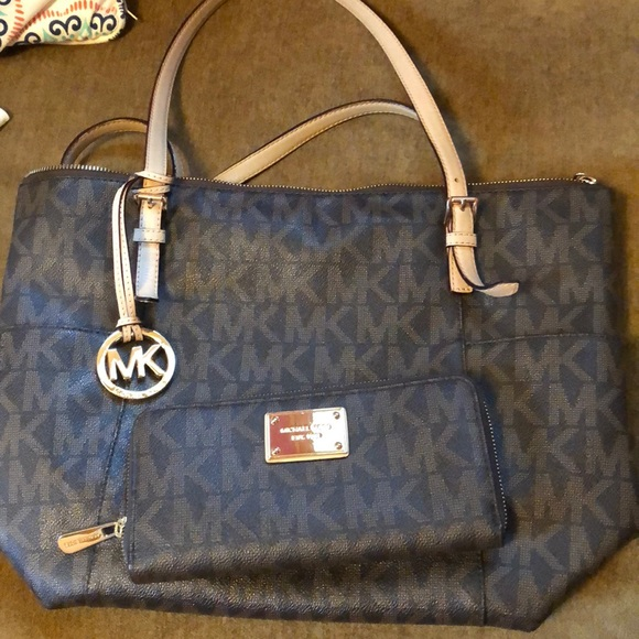 df2310de369e MICHAEL Michael Kors Bags | Price Firm Michael Kors Bag And Matching ...